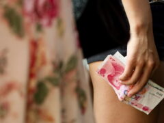 Китай девальвировал юань