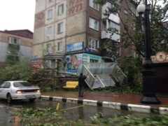 Последствия циклона устраняют на Сахалине