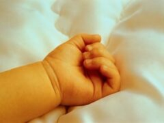 В Купчино на детской площадке нашли новорожденного ребенка