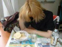 В Воронежской области молодая мать спаивала 8-летнюю дочь водкой