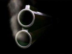В Логойске двое с ружьем украли из магазина две бутылки коньяка