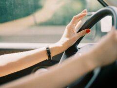 В Рославле пьяная женщина угнала машину знакомого и врезалась в бензовоз