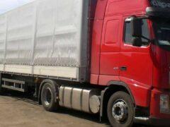 На трассе в Тверской области грузовик чуть не протаранил кафе