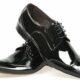 В Петербурге грабитель связал продавщицу и похитил 3 пакета с обувью
