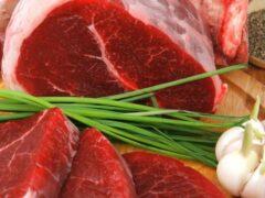 В Беларуси группа чиновников попала под следствие за продажу испорченного мяса