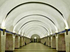 В Петербурге на станции метро «Проспект Просвещения» мужчина упал на рельсы