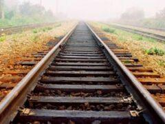 В Кемеровской области грузовой поезд сбил двух человек
