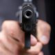 В Кемерове безработный мужчина с пистолетом ограбил магазин