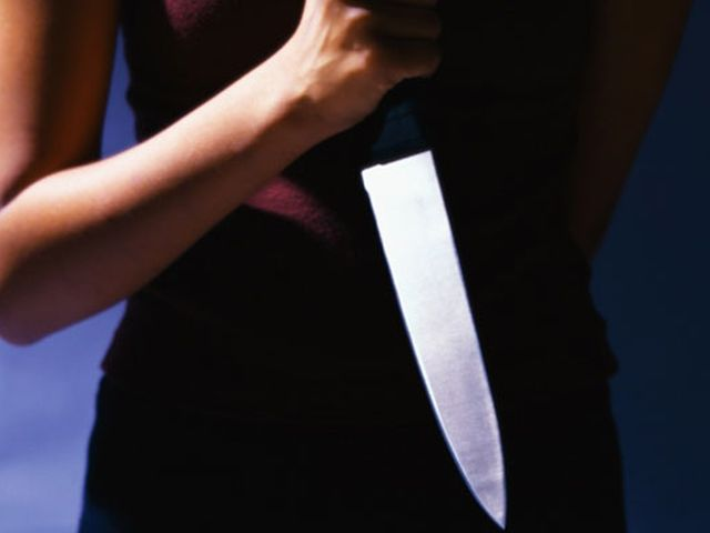женщина нож