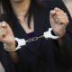 В Омске девушка из Интернета украла у мужчины золотой браслет