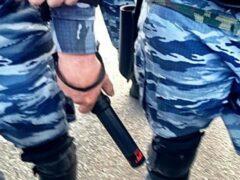 Полицейский в Хабаровске пытал электрошокером 19-летнего задержанного