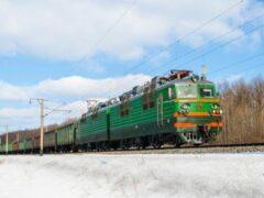 В Крыму поезд по дороге в Москву раздавил легковушку