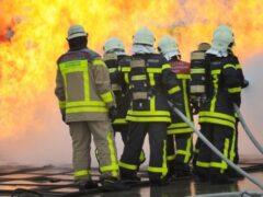 В Зеленограде на пожаре в многоэтажке пожарные спасли 20 человек