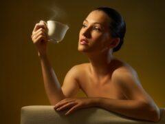 Кофе уменьшает женскую грудь, выяснили ученые