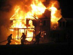 Пожар в Марий Эл: неравнодушные соседи спасли хозяина дома из огня