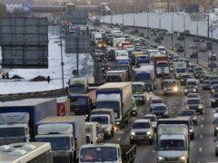 Горящий грузовик парализовал движение на Волгоградском проспекте в Москве
