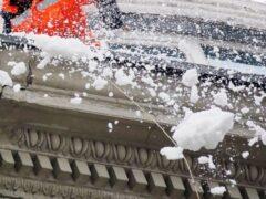 Упавшая глыба снега повредила позвоночник школьнику из Ульяновска