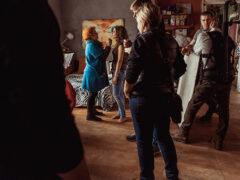 Продюсер клипа «Экспонат» рассказал, как создавался клип о «лабутенах»
