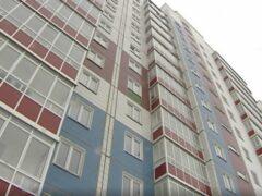 В Иркутске альпинист снял ребенка с подоконника на 9-м этаже