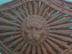 Петербург: Выставлены на продажу чугунные львы с проспекта Обуховской Обороны