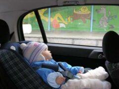 Петербурженка оставила 2-летнюю дочь в авто без присмотра