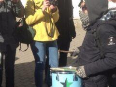 Уличный музыкант задержан в Петербурге по подозрению в педофилии