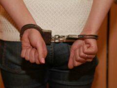 Полиция задержала петербурженку, пытавшуюся зарезать сожителя