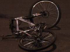В Петербурге машина ДПС сбила велосипедиста на Школьной улице