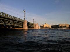 Петербург: Пожилая женщина прыгнула в Неву с Дворцового моста