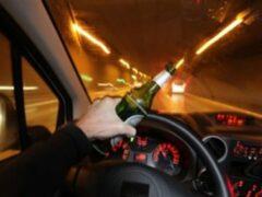 В Петербурге пьяный водитель протащил полицейского по Думской улице
