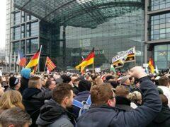 Три тысячи человек приняли участие в акциях против политики Меркель