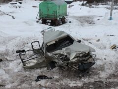 В Башкирии при столкновении легковушки с поездом погиб один человек