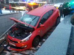 В Москве в ДТП с влетевшим в переход авто пострадали четыре человека