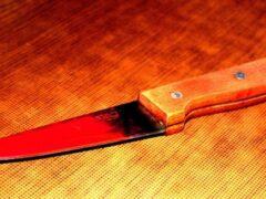 Петербург: На улице Дыбенко пенсионерка порезала мужу поясницу ножом