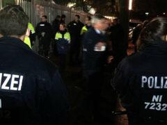 Школьница-исламистка порезала горло полицейскому в Германии
