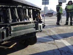 В Москве пассажир маршрутки пострадал в ДТП с грузовиком