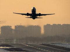 В аэропорту «Домодедово» Boeing-737 приземлился на одном двигателе