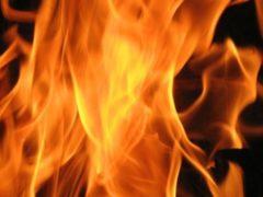В Смоленске ночью горел автомобиль Opel