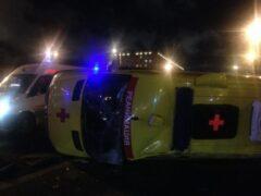 Автомобиль «скорой помощи» перевернулся после ДТП на юге Москвы