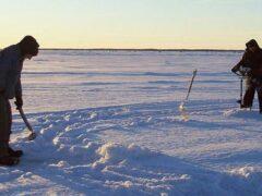 На Ладоге ищут двух рыбаков из Петербурга, пропавших три дня назад