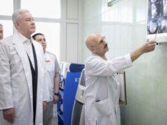 Собянин поблагодарил врача, сделавшего уникальную операцию младенцу