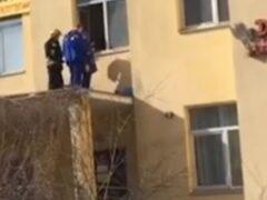 Пятилетний мальчик погиб, выпав из окна 11-го этажа в Петербурге