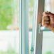 Белгородка сбросила с балкона 8-летнюю дочь и выбросилась сама