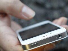 В Астрахани пенсионерка украла телефон из салона сотовой связи