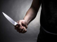 Житель Ленобласти ударил ножом в живот собутыльника и скрылся