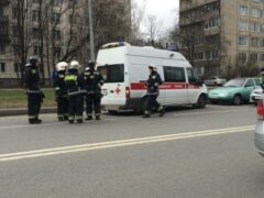 Петербург: На Искровском проспекте иномарка сбила молодого мужчину-пешехода