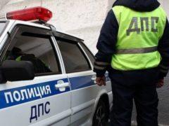 В Кировской области сотрудники ГИБДД спасли автоледи с двумя детьми