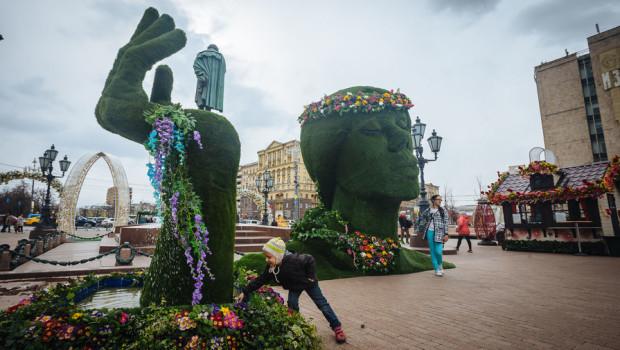 Инсталляцию с зеленой головой перенесут на Сходненскую