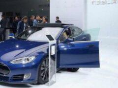 В Китае представили первый мире электрокар с автопилотом