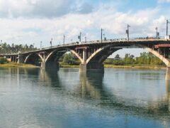 Со старого Ангарского моста в Иркутске спрыгнула 15-летняя девочка